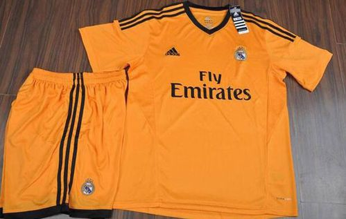 Maillot-Real-Madrid-exterieur-2014.jpg