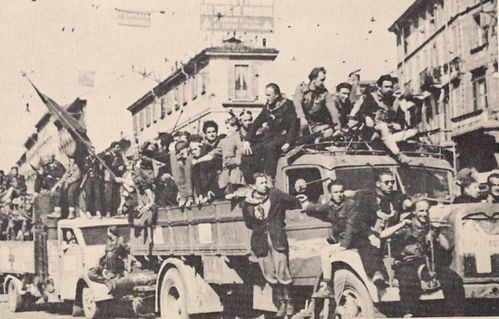 1945-partigiani-in-Milano-copie-1.jpg