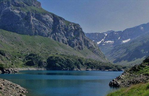 Hautes-pyrénées-lac-des-gloriettes