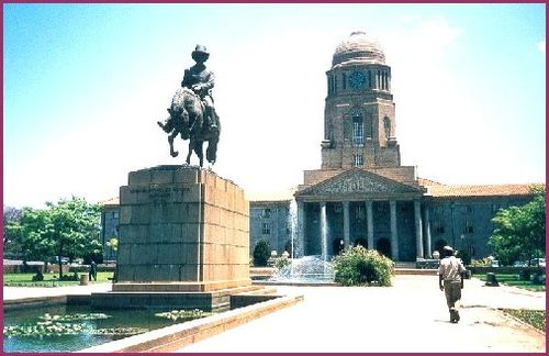 800px-Hotel de ville de Pretoria