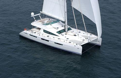 catamaran Alliaura-Privilege-745-sur actunautique.com l actualite de la voile et du nautisme