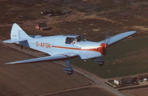 WhitneyStraight_G-AFGK2_preserved_Canada_flying.jpg