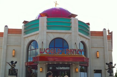 disney-village-world-of-disney-juillet-2012-boutique-store.jpg
