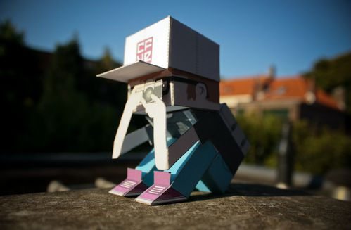 Papertoys Crack Boy by Mr Maze