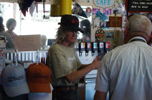 photo-bagdad-cafe-et-desert-rat.jpg