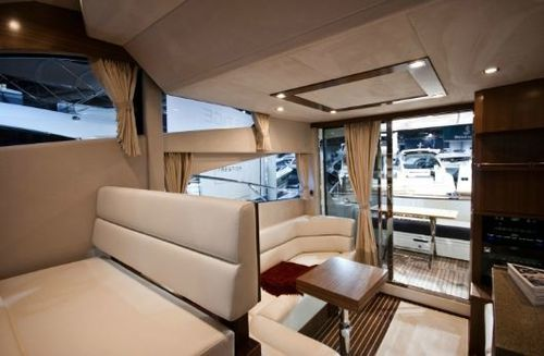 Galeon-38-Fly-interior-2.JPG