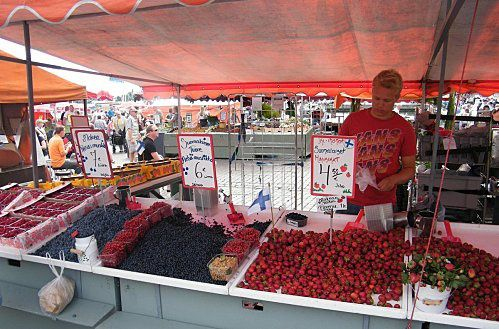 -Marche-de-Helsinki---Les-fruits-rouges.jpg
