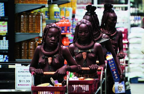 femmes-himbas-supermarche-490133