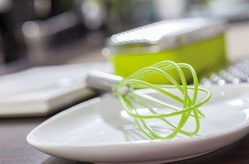 2 fouets cuisinier publicitaire vert logo