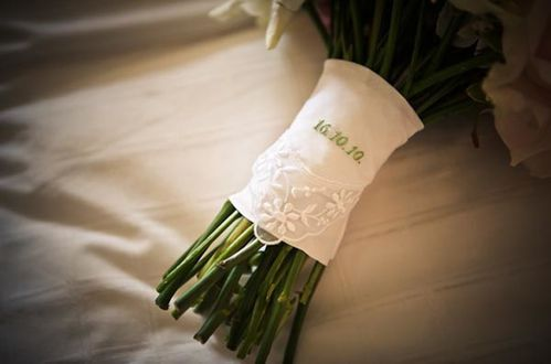 date-handkerchief-on-bridal-bouquet.jpg
