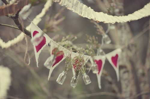 2.2-heart-bunting-gemmer-wedding-photographer-daniels-clark