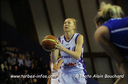 Lauren-NEAVES--Tarbes--vs.-Basket-Landes_Alain-BOUCHARD.jpg