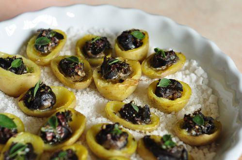 Pommes de terre primeur farcies aux escargots et au beurre d'algues ...
