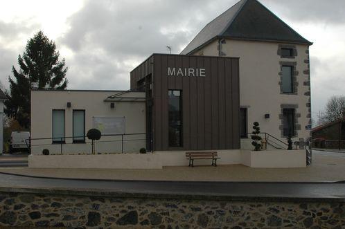 MOUTIERS-S-CHANTEMERLE-Mairie-7087.JPG