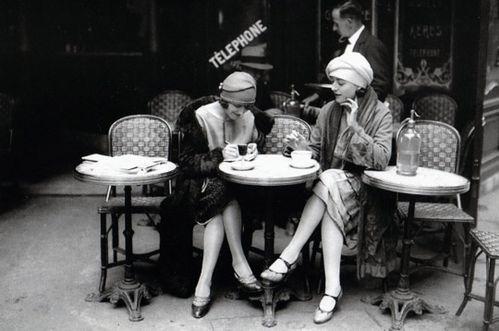 femmes-terrasse-261298.jpg