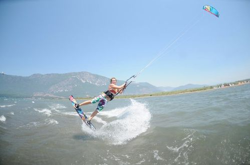 holly-kennedy-kitesurf-9.jpg