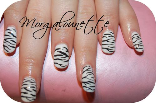 pose en gel integrale nail art zèbre Morgalounette (2)
