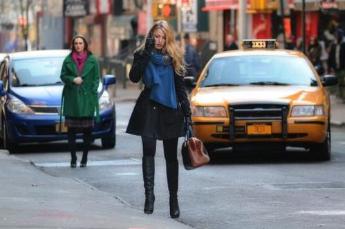 serena-and-blair-in-the-street_546x363.jpg