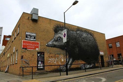 ROA hérisson street-art 3