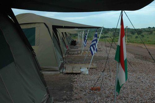 CampTentesBihangaDrapeaux-302a.jpg