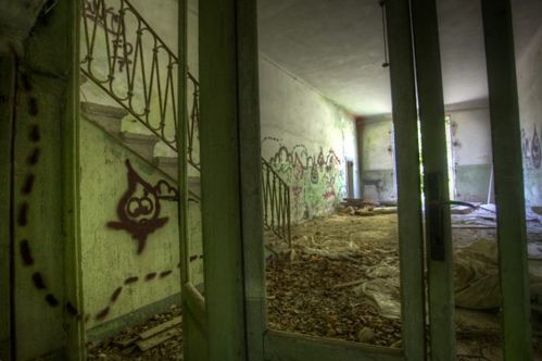 stairs-and-graff-565x376
