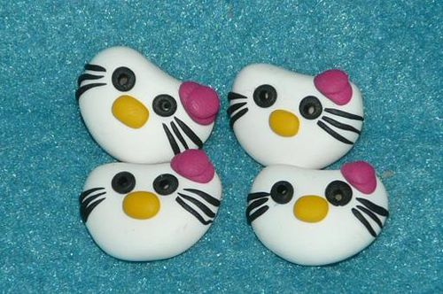 boutons hello kitty bleu cerise