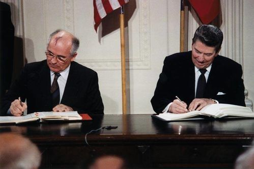 Reagan and Gorbachev signing[1]