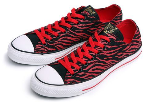 converse-chuck-taylor-low-red-dragon-1