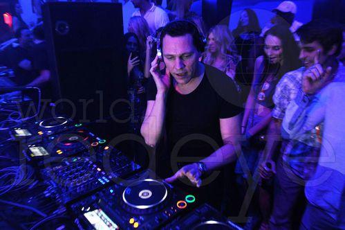 Tiësto at LIV miami 03 may 2012 (4)