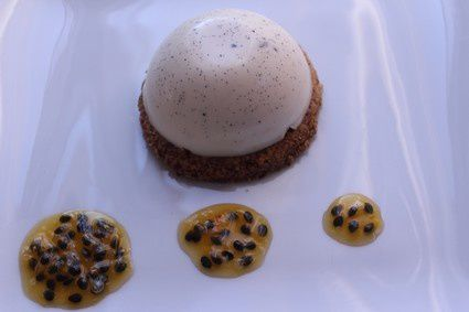 panacotta-vanille-sable-coco-coulis-passion.jpg