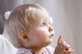 695954_baby_praying-copie-1.jpg