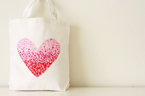 a-partager-painted-heart-bag1.jpg