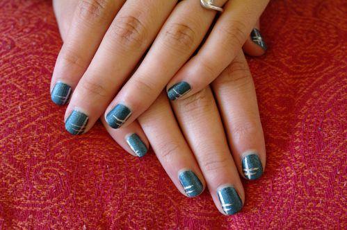 Bleu Suède et liner gris, ongles courts de Frangine