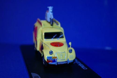 vehicules miniatures le tour de france miniature et sa caravane. Black Bedroom Furniture Sets. Home Design Ideas