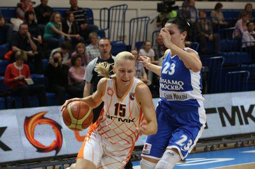 Tatiana-POPOVA--Ekaterinbourg--vs.-D.-Moscou_basket.ugmk.co.jpg