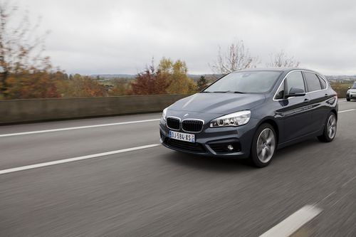 Active-Tourer-BMW-sur-la-route.jpg
