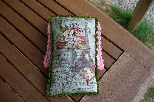 collage de papier de soie sur tissu