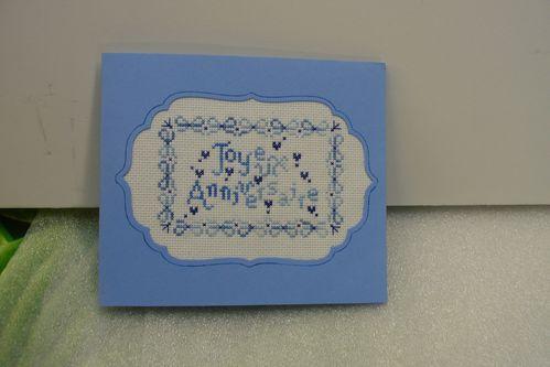 carte anniversaire brodée bleue