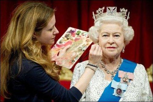Elizabeth-II--Musee-tussauds-2012.jpg