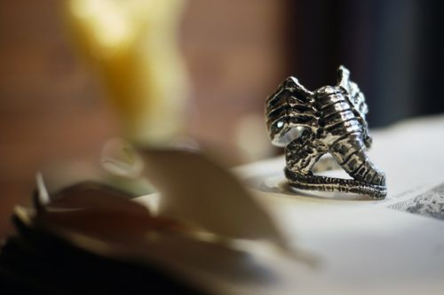 crazy-pig-designs-facehugger-ring-0