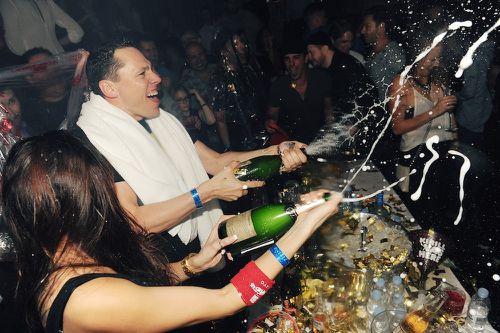 Tiesto_Champagne-Shower.jpg