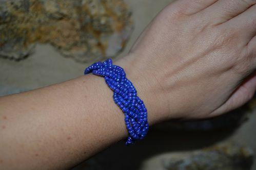 Rocailles nacre bleu electrique