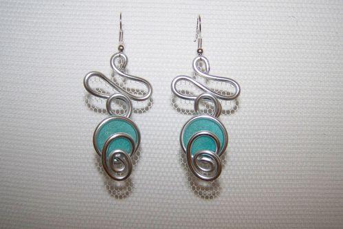boucles d 39 oreilles en fil d 39 aluminium turquoise tableaux home deco et bijoux de nine cr ations. Black Bedroom Furniture Sets. Home Design Ideas