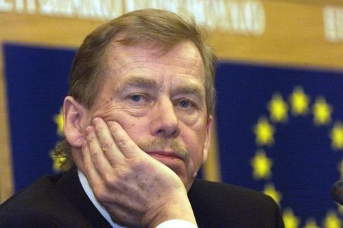 239013 l-ancien-president-tcheque-vaclav-havel-au-parlement