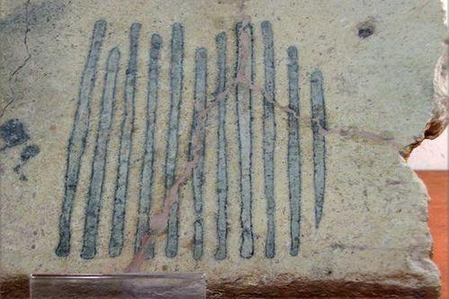 590i Mozia, musée, pierre marquée par un gril