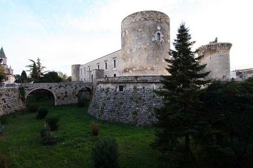 637i3 Venosa, il castello