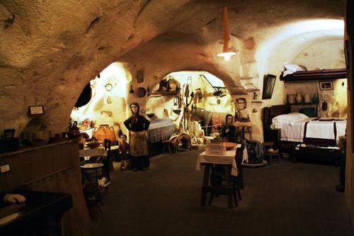 639L1 Matera, reconstitution intérieur rupestre