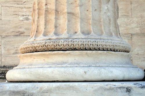 683g5a Athènes, l'Erechtheion, détail d'une colonne
