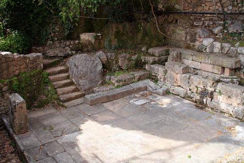 686h1 Delphes, fontaine Castalie