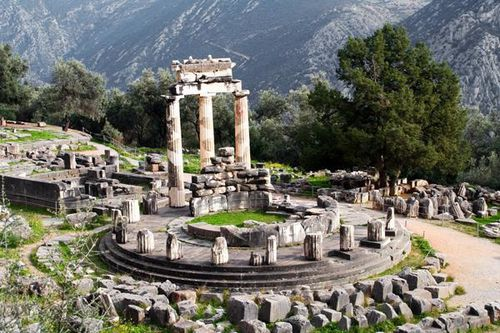 686k4 Delphes, tholos d'Athéna